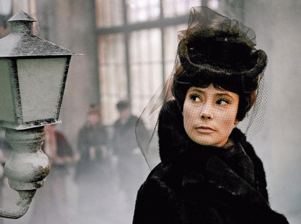 Фото №1 - Страдай и терпи: как героини русской классики ломают нам жизнь