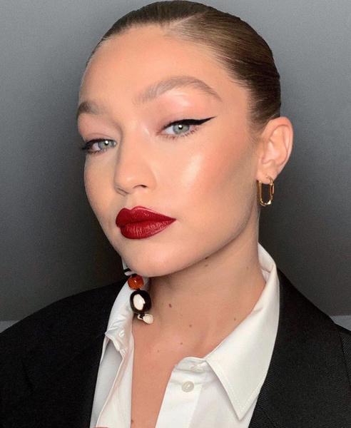 Фото №1 - Как сделать яркий макияж и не выглядеть нелепо