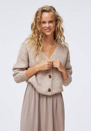 Фото №6 - Чеклист: модные мастхэвы, которые должны быть у тебя в шкафу этой зимой