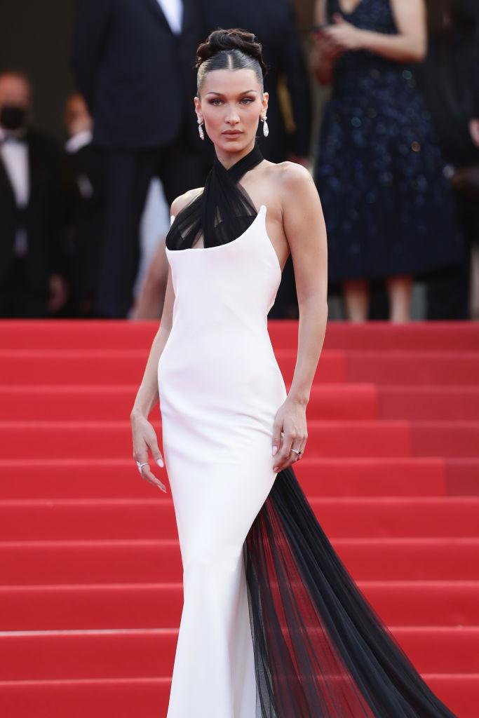 Фото №1 - Так выглядит совершенство: эффектный выход Беллы Хадид в платье Jean Paul Gaultier