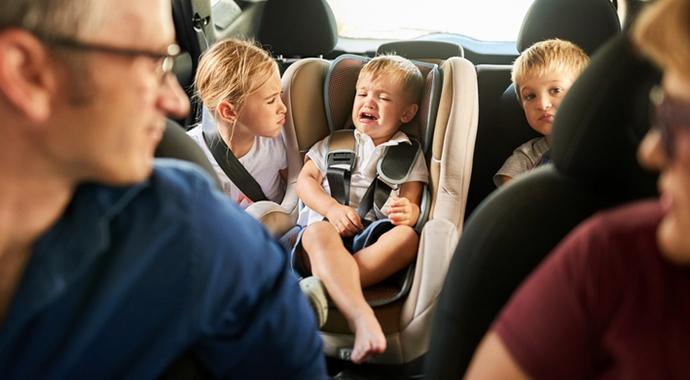 Гвозди в заборе: как перестать говорить детям слова, которые ранят