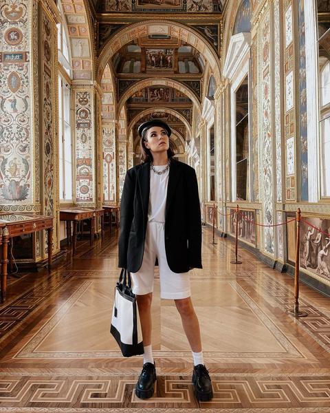 Фото №1 - Самый модный образ на «Последний звонок»: показывает Карина Нигай
