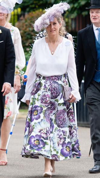Фото №2 - Звезда Аскота: новые образы графини Софи, которыми точно гордится Королева