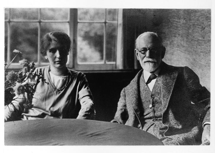 Фото №2 - Анна на шее: как психологические эксперименты Зигмунда Фрейда над младшей дочерью нанесли непоправимый вред ее психике