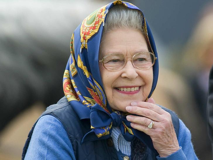 Фото №1 - Самая некоролевская привычка Елизаветы II
