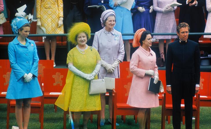 Фото №30 - От свадебных платьев до роскошных мехов: какие образы Виндзоров повторили в сериале «Корона»