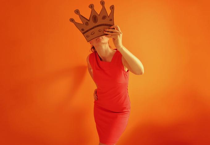 Женщина с короной