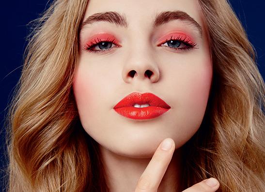 Фото №1 - Мастер-класс: как сделать макияж при помощи одной помады