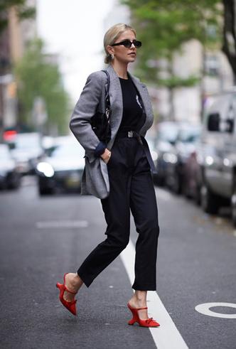 Фото №3 - Можно ли носить открытую обувь в офис летом