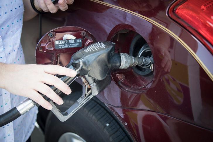 Фото №1 - От аптечных склянок до современных бензоколонок: эволюция автомобильного топлива