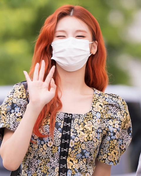 Фото №9 - Как одеться в стиле k-pop: повторяем стильные летние луки Йеджи из ITZY 😎