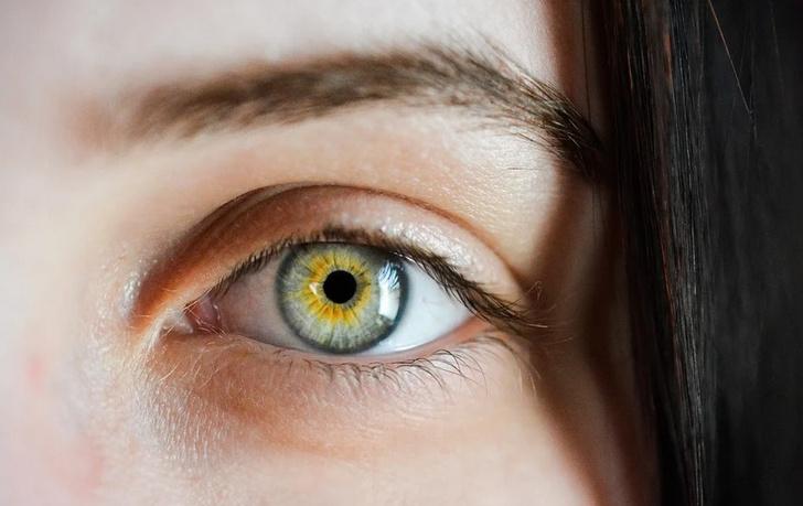 симптомы коронавируса глаза