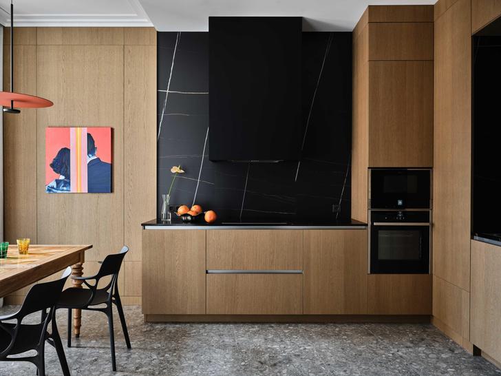 Фото №2 - «Манхэттенская» квартира с винтажной мебелью 136 м²