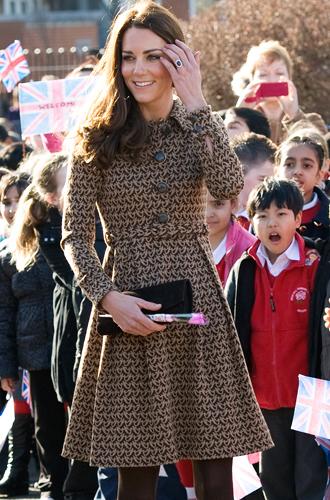 Фото №48 - Королевский дресс-код: любимые сумки герцогини Кембриджской