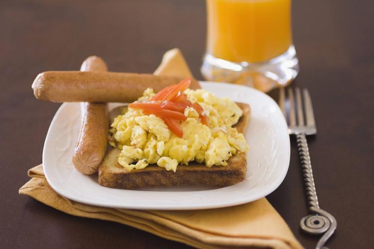 Фото №1 - Ученые усомнились в пользе плотного завтрака для похудения