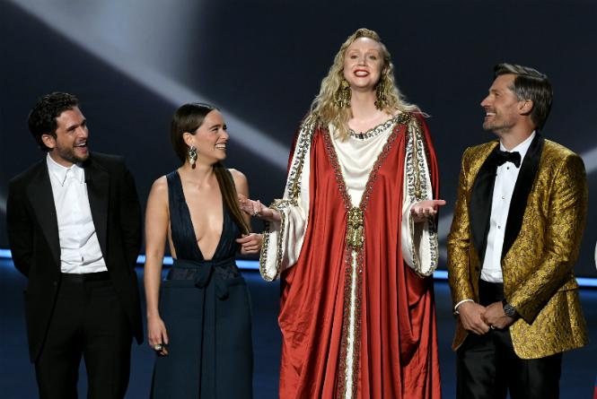 Фото №3 - «Эмми»-2019: лучшие наряды звезд на ковровой дорожке церемонии