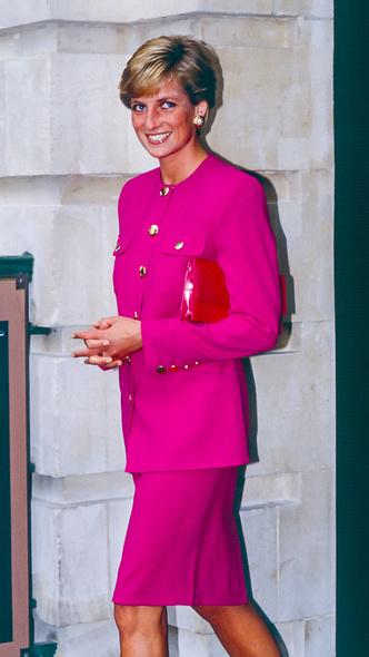 Фото №9 - Любимый предмет гардероба: как принцесса Диана носила жакеты и блейзеры— 30 вдохновляющих примеров