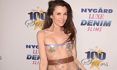 Фрик-шоу: актриса пришла на «Оскар» в прозрачной клеенке