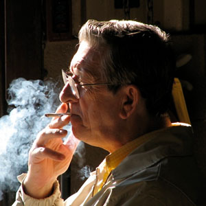 Фото №1 - Заядлые курильщики в старости слепнут