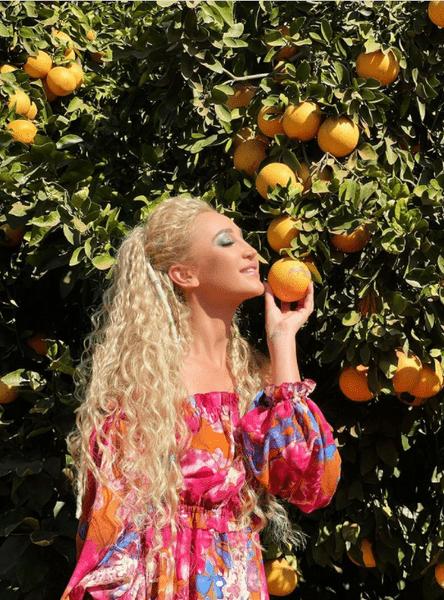 Фото №1 - Как накраситься на летнюю фотосессию: показывает Оля Бузова