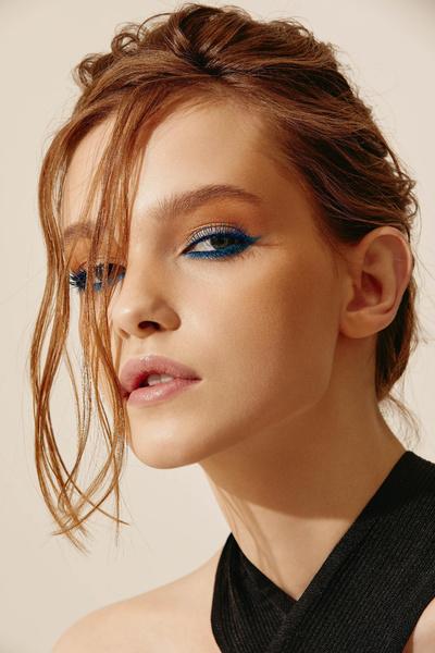 Фото №1 - Как ввести синий цвет в макияж и не пожалеть об этом