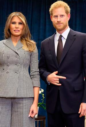 Фото №22 - Фирменные позы и жесты королевских особ (а вы замечали?)