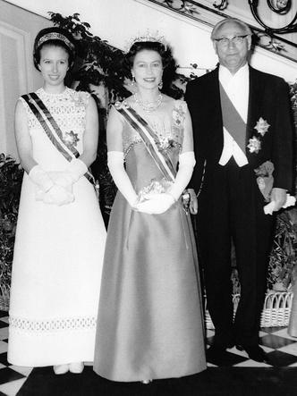 Фото №3 - Нарушая протокол: почему принцесса Анна могла носить тиару до свадьбы (а другие королевские особы— нет)