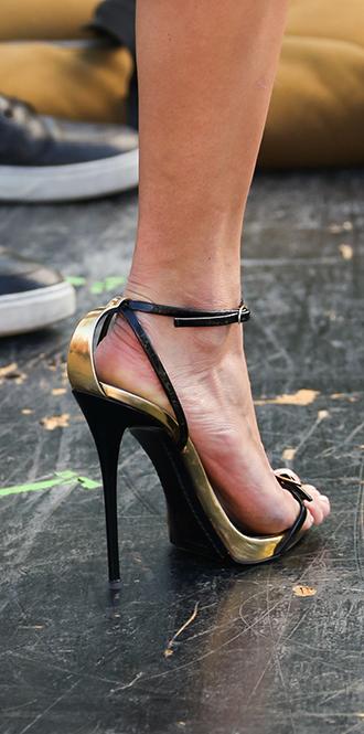 Фото №61 - Обувные бренды звезд, часть 2: Nicholas Kirkwood, Manolo Blahnik, Giuseppe Zanotti