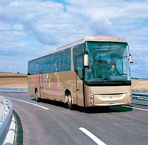Фото №1 - В Словакии пассажирский автобус упал с обрыва
