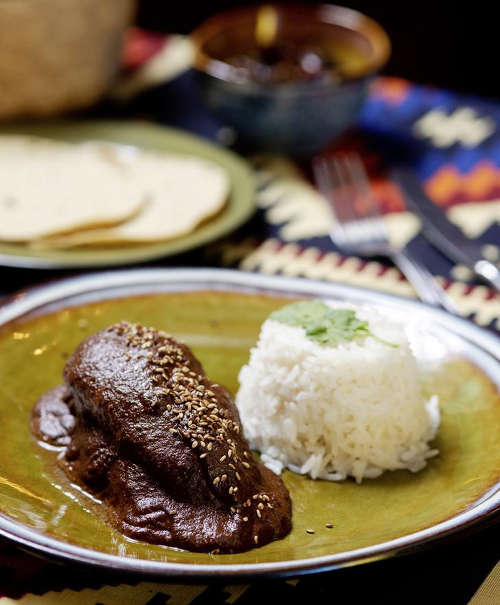 Фото №2 - Перец и шоколад — наследие ацтеков: рецепт моле поблано