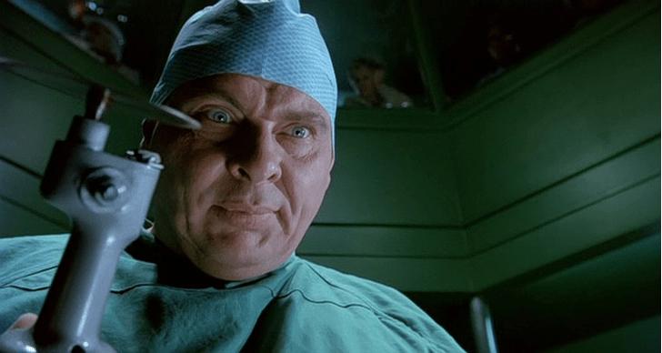 Фото №5 - 6 фильмов, после которых ты станешь бояться врачей