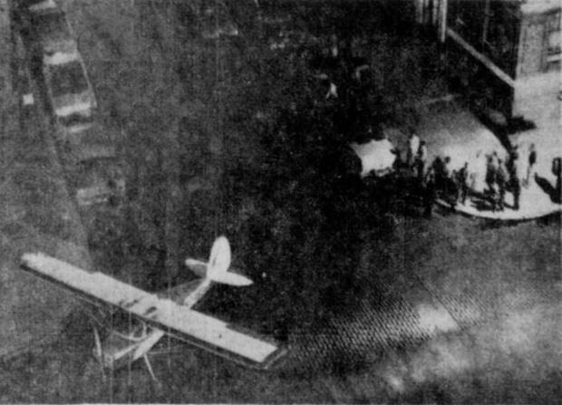 Фото №3 - Летчик, который на спор дважды приземлился на улицах Нью-Йорка