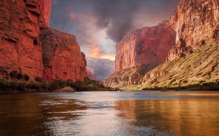 Фото №1 - Большой и еще больше: удивительные каньоны на поверхности Земли и не только