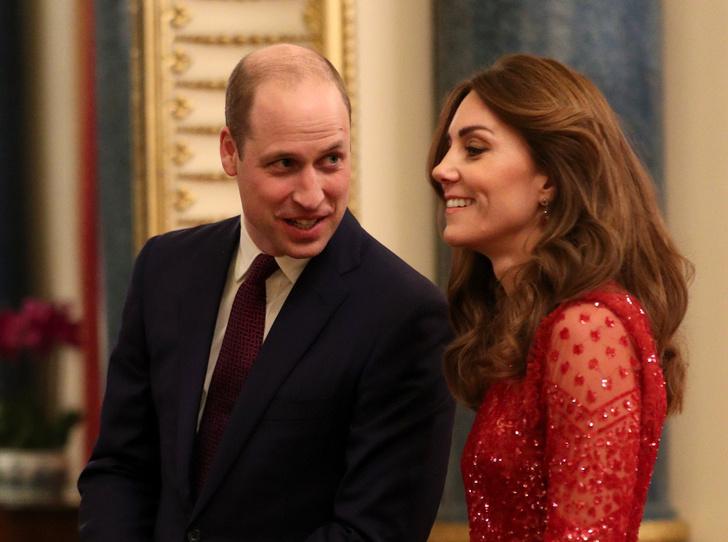 Фото №4 - Красная королева: «роковая» Кейт и ее тайное модное послание Меган