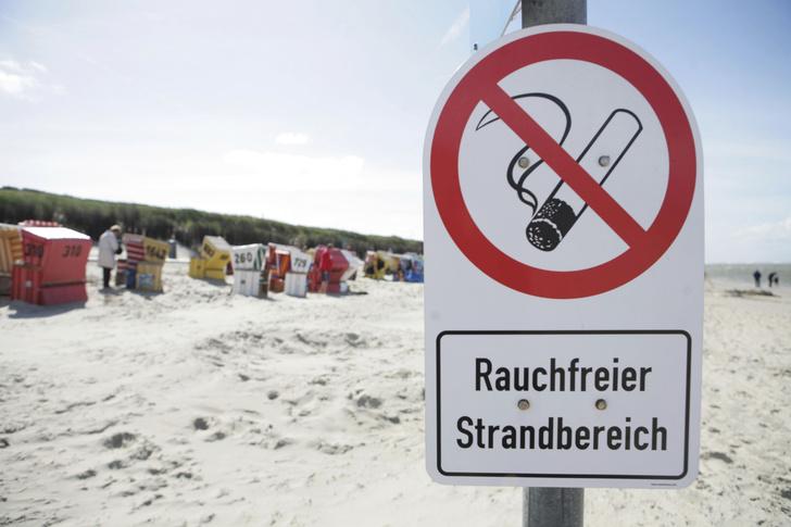 Фото №1 - Названа неожиданная польза от запрета на курение в общественных местах
