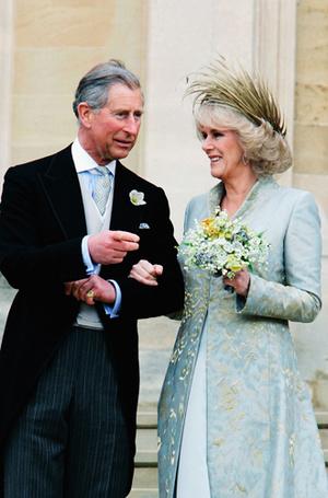 Фото №11 - Без церемоний: как Карл Лагерфельд провоцирует британских монархов