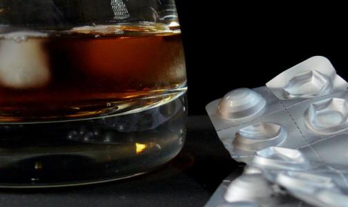 Фото №1 - Главный токсиколог Петербурга рассказал, сочетание каких лекарств с алкоголем может довести до комы