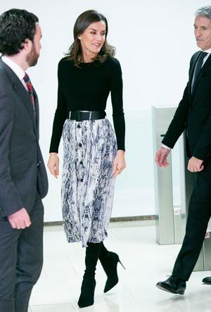 Фото №12 - Вечная классика: как королевские особы носят плиссированные юбки