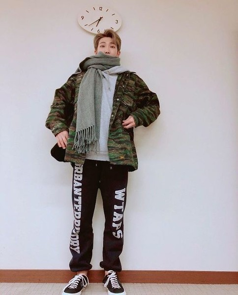 Фото №2 - 5 самых стильных осенних образов: показывает RM из BTS