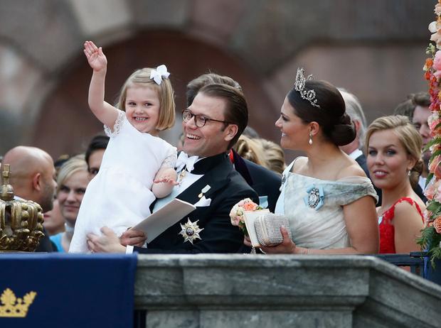 Фото №21 - Самые трогательные моменты королевских свадеб (о Гарри и Меган мы тоже не забыли)