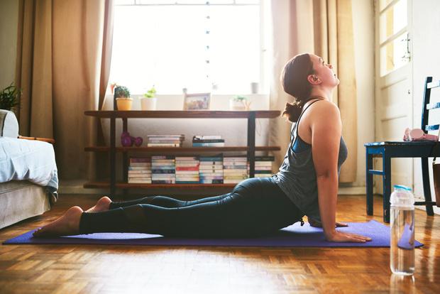 йога уроки в домашних условиях смотреть, комплекс йоги для начинающих в домашних условиях