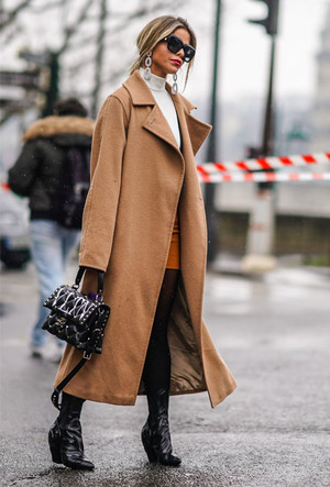 Фото №6 - Главная покупка сезона: где искать классическое бежевое пальто, как у Меган