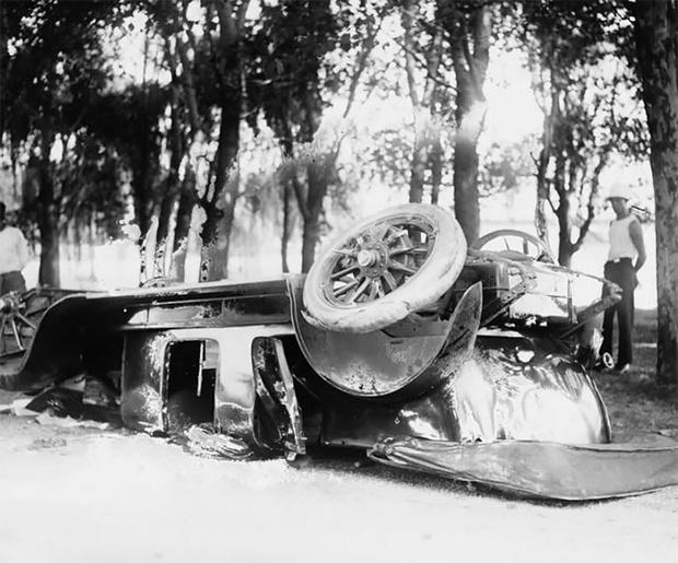 Фото №1 - Впечатляющие кадры автоаварий столетней давности