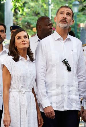 Фото №14 - Все образы королевы Летиции в туре по Кубе: классика и элегантность
