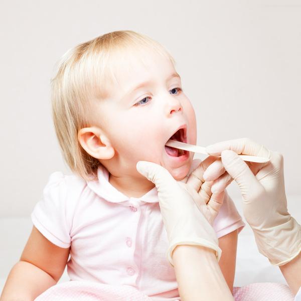 У ребенка болит горло и температура чем лечить