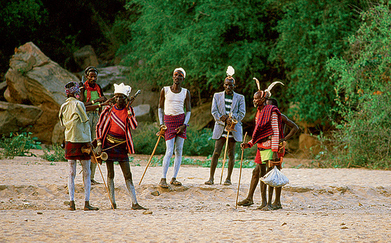 Фото №4 - Удары судьбы: за что мужчины эфиопского племени бьют своих женщин