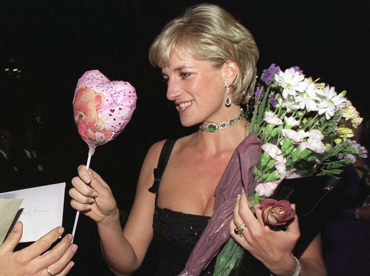 Фото №1 - Море цветов и особый звонок: как Диана провела свой последний день рождения