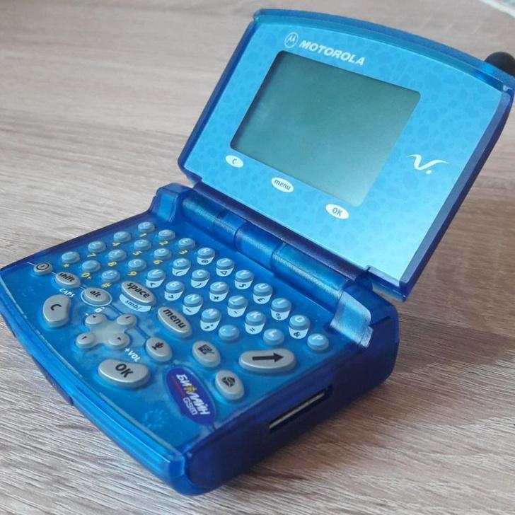 Фото №3 - Самые лучшие телефоны-раскладушки из нулевых и девяностых