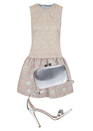 Платье, RED Valentino, 24 500 руб.; клатч, MAX & Co., 6340 руб.; босоножки, Aldo, 4990 руб.