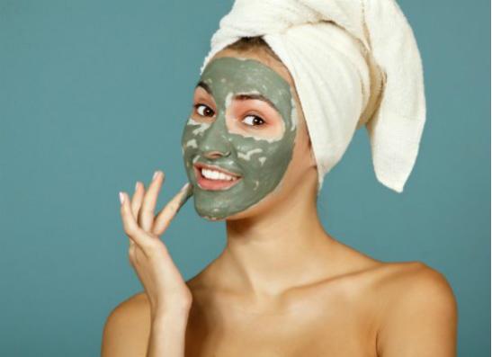 Фото №1 - Если кожа шелушится: 10 увлажняющих масок для лица